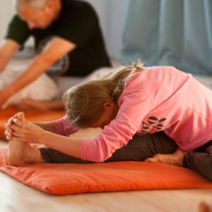 Die Yogastellung Paschimottanasana